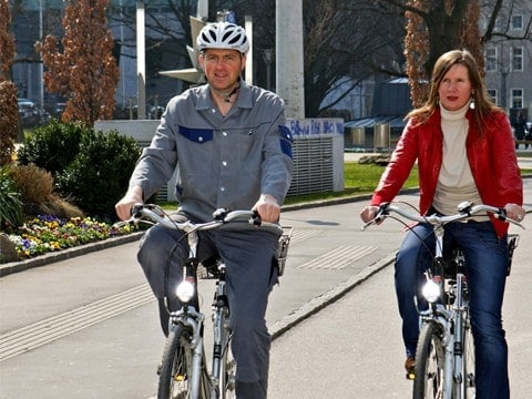 Tag des Fahrrads: Zwei Radfahrer nutzen die gut ausgebaute Radinfrastruktur in Oberösterreich.