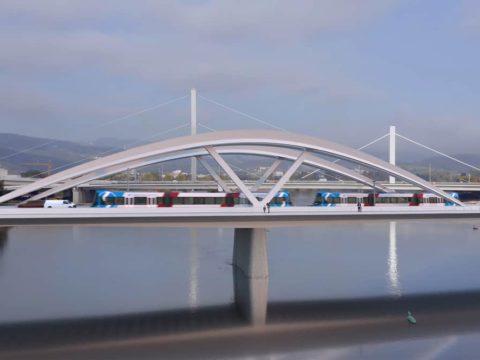 Erweiterung des Linzer Stadtbahnnetzes um die S6 und S7: Oberösterreichische Stadtbahn fährt über Brücke.