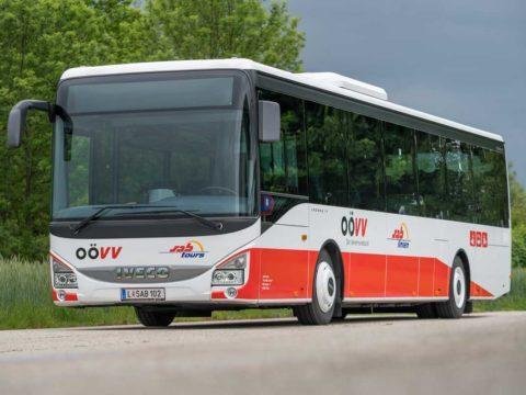 OÖVV Regionalbus fährt durch Oberösterreich